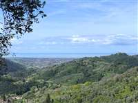Farmhouse for sale in Camaiore