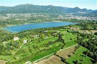 sale estate with golf course in Como
