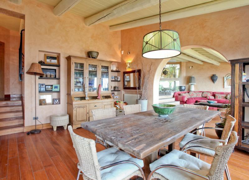 Vendita villa di lusso sul mare grosseto toscana for Vendita immobili di lusso milano