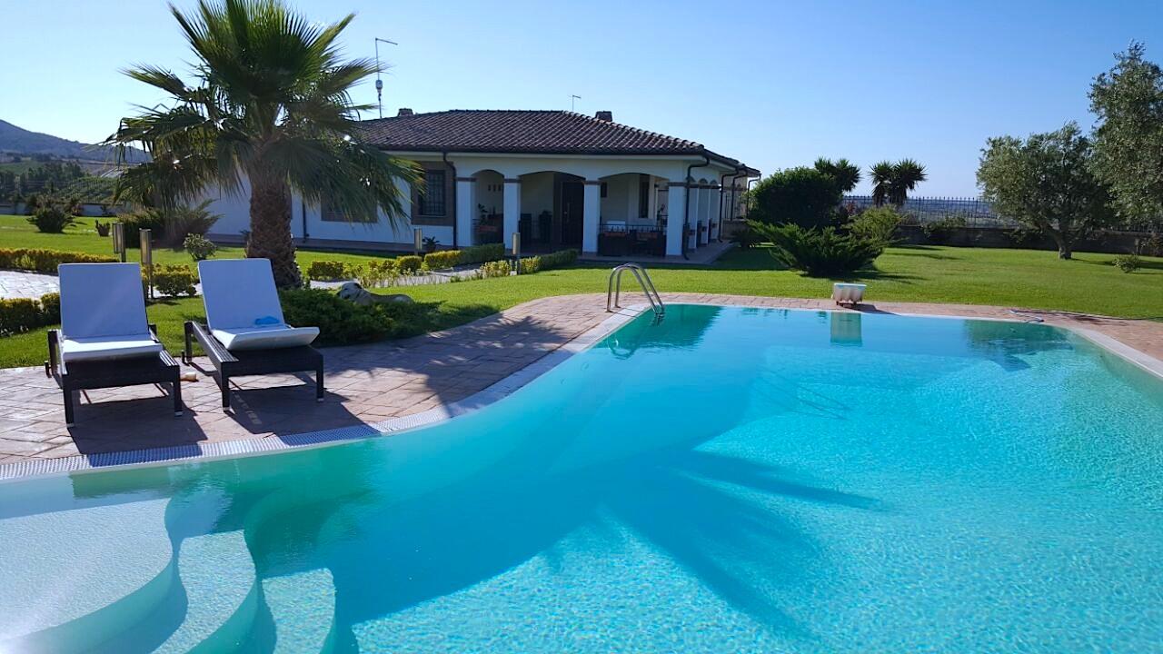 Villa in vendita sul mare con piscina roma lazio italia ville casali vendita immobili - Villa italia piscina ...