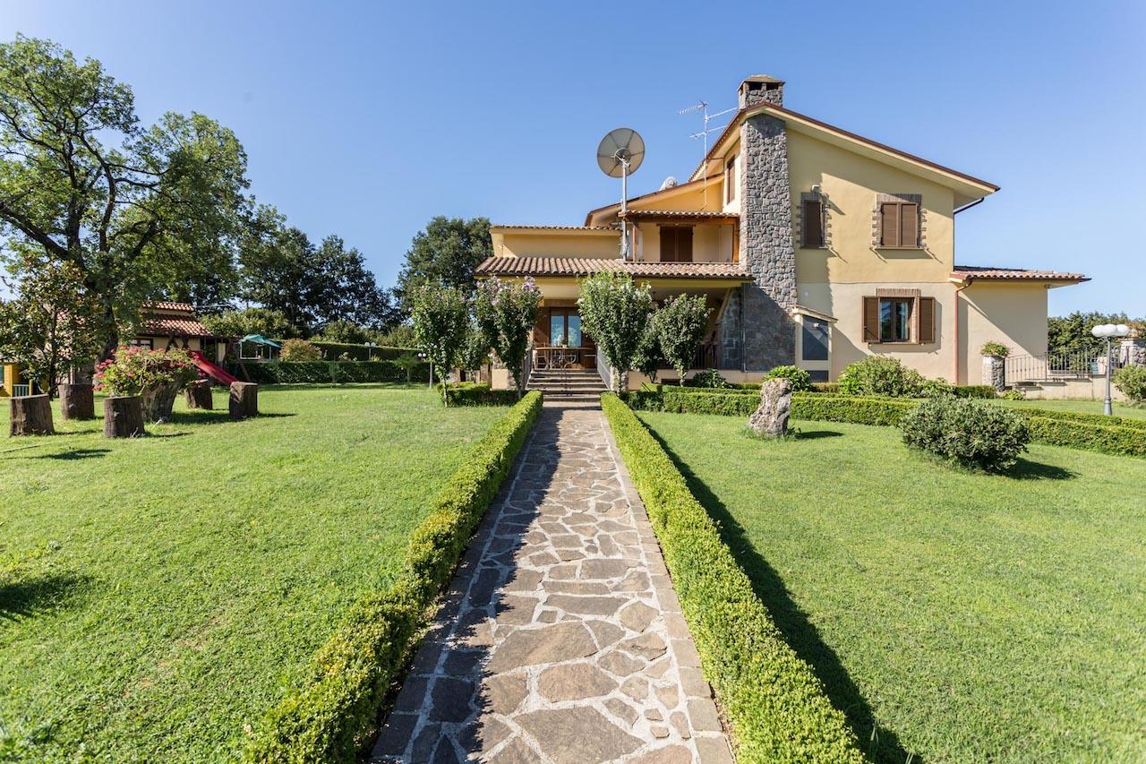 Vendita grande villa esclusiva ad 1 ora da roma viterbo for Grande villa in vendita