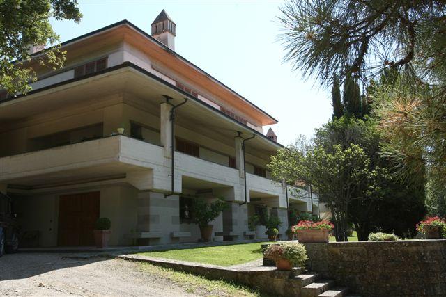 Vendita grande villa in toscana arezzo toscana for Grande villa in vendita
