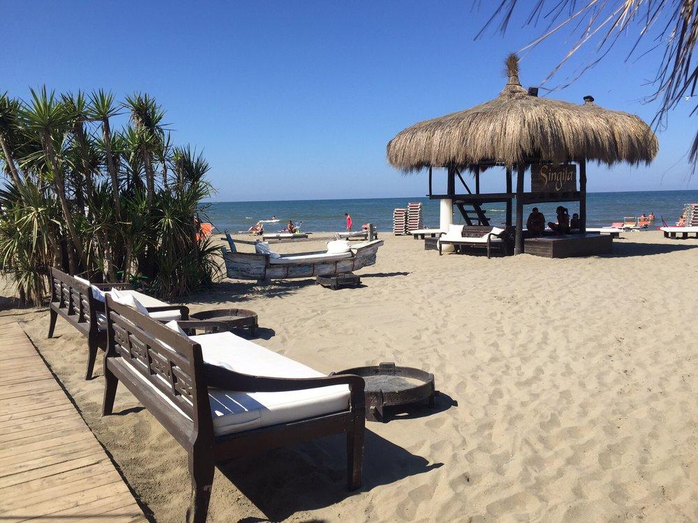 Vendita villa di lusso con piscina sul mare fregene roma for Piani di lusso sul lungomare