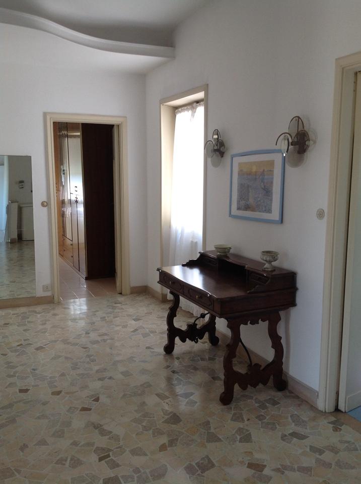 Vendita villa di lusso con piscina sul mare fregene roma for Vendita immobili di lusso milano