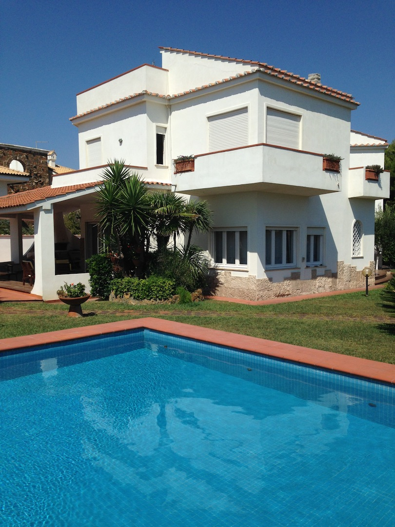 Vendita villa di lusso con piscina sul mare fregene roma for Piscina di lusso
