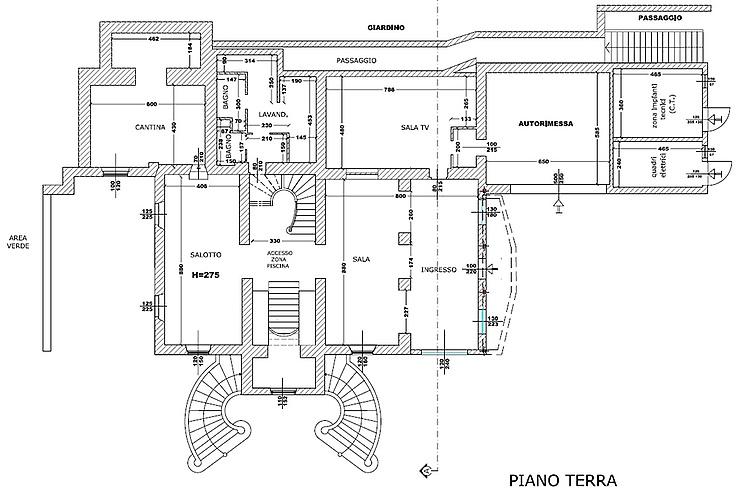 Villa di lusso con tenuta di 200 ettari pavia for Piani di lusso di un livello