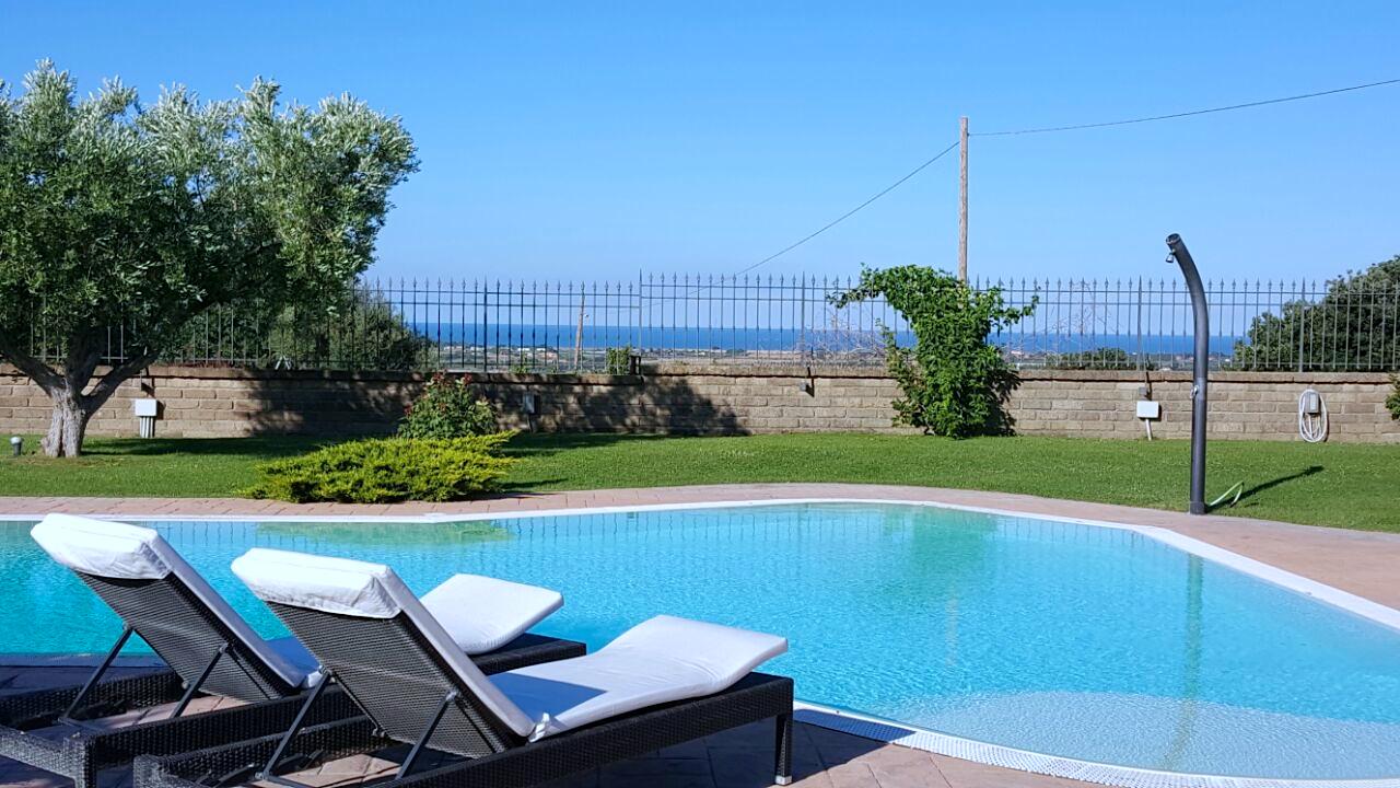 Villa in vendita sul mare con piscina roma lazio for Luddui case vendita