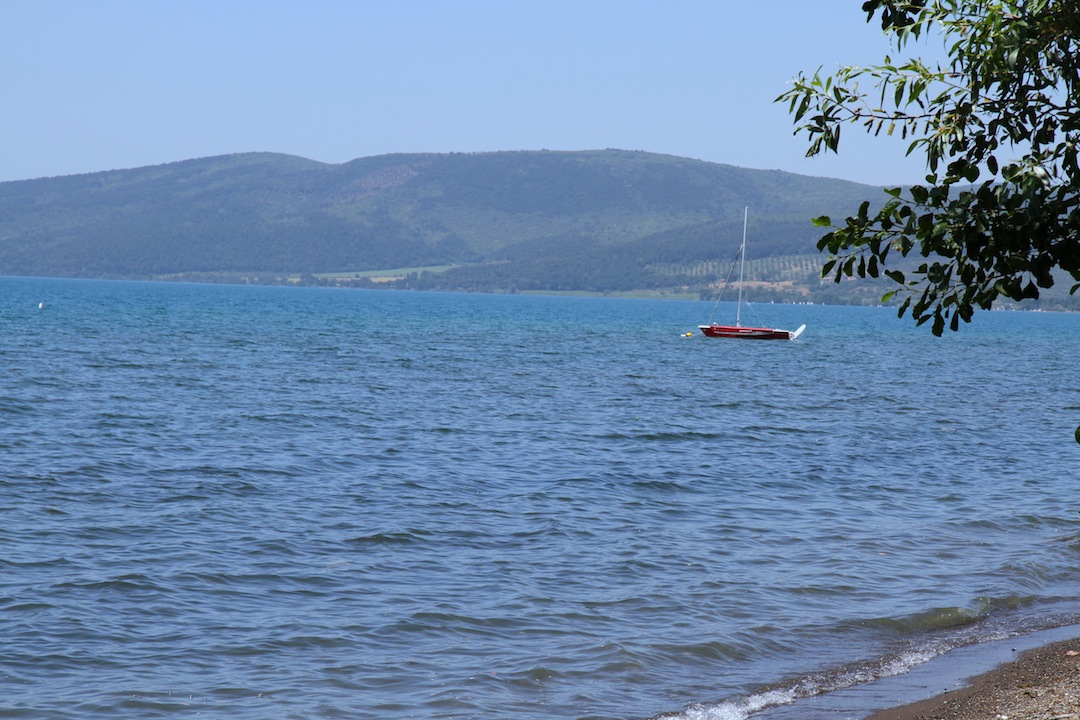 Casa in vendita sul lago di bracciano roma lazio for Piccole case sul lago
