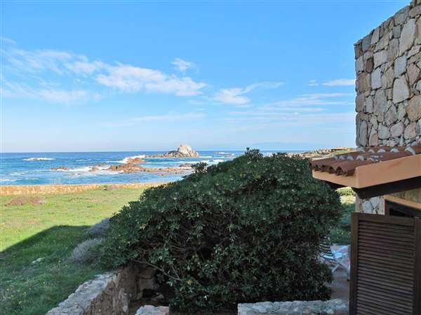 vendita villa di lusso in Sardegna con accesso diretto al mare