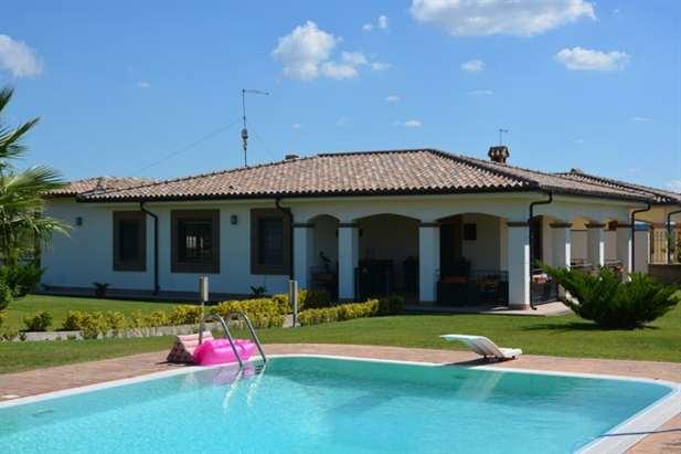 Villa in vendita sul mare con piscina roma lazio italia ville casali vendita immobili - Villa con piscina roma ...